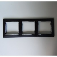 čierny/strieborný prúžok 3 rámik Legrand Valena hliník 770393